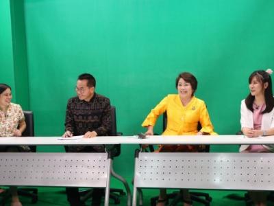 ดร.มโน ชุนดี ผอ.สพป.ลพบุรี เขต 2 พร้อมด้วยบุคลากร ร่วมบันทึกวีดีทัศน์ในรายการพุธเช้าข่าว สพฐ. ในหัวเรื่อง การขับเคลื่อนและการยกระดับผลสัมฤทธิ์การพัฒนาการจัดการศึกษากลุ่มสาระการเรียนรู้ภาษาไทย