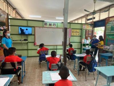การตรวจเยี่ยม ดูแลระบบเครือข่ายอินเทอร์เน็ต และชุดอุปกรณ์ที่ใช้จัดการเรียนการสอนทางไกลผ่านดาวเทียม (DLTV) โรงเรียนขนาดเล็กในสังกัด