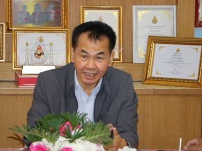 ดร.มโน ชุนดี ผอ.สพป.ลพบุรี เขต 2และคณะกรรมการ ประเมินสัมฤทธิผลการปฏิบัติงานในหน้าที่ตำแหน่งผู้อำนวยการสถานศึกษาที่ได้รับ การบรรจุใหม่ ระยะเวลา 1ปี