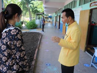 ดร.มโน ชุนดี ผอ.สพป.ลพบุรี เขต 2 พร้อมด้วย บุคลากรทางการศึกษา ตรวจเยี่ยมโรงเรียนเพื่อให้กำลังใจแก่ผู้บริหารและคณะครู  และติดตามการดำเนินงานการจัดการเรียนการสอนในสถานการณ์การแพร่ระบาด  ของเชื้อไวรัสโคโรนา 2019 ในวันเปิดเรียนภาคเรียนที่ 1 ปีการศึกษา 2563
